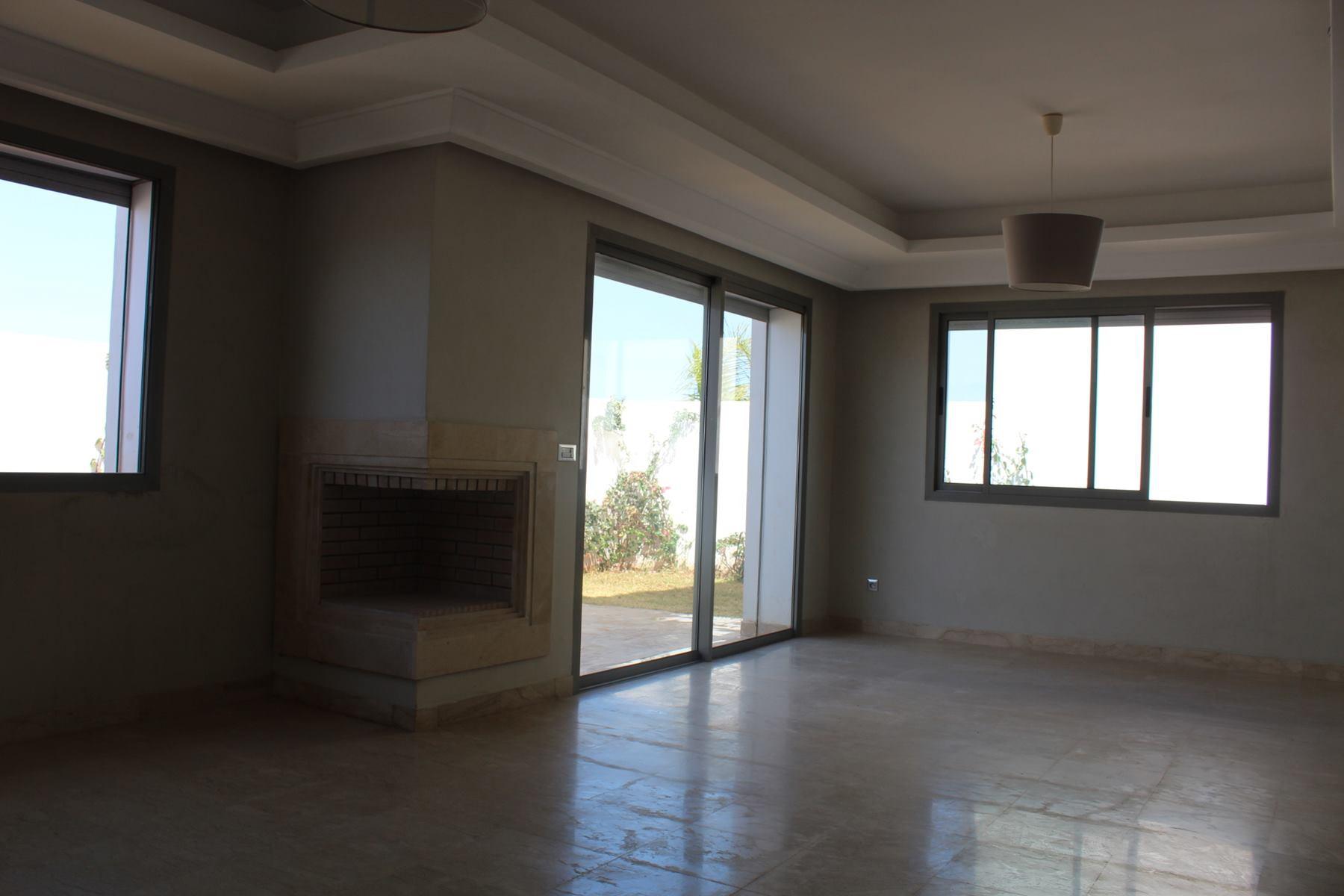 Maroc, Casablanca, CIL, à louer appartement exceptionnel neuf de 3 chambres. Ce logement calme et lumineux, au 2 éme étage, offre des prestations de très hautes qualités