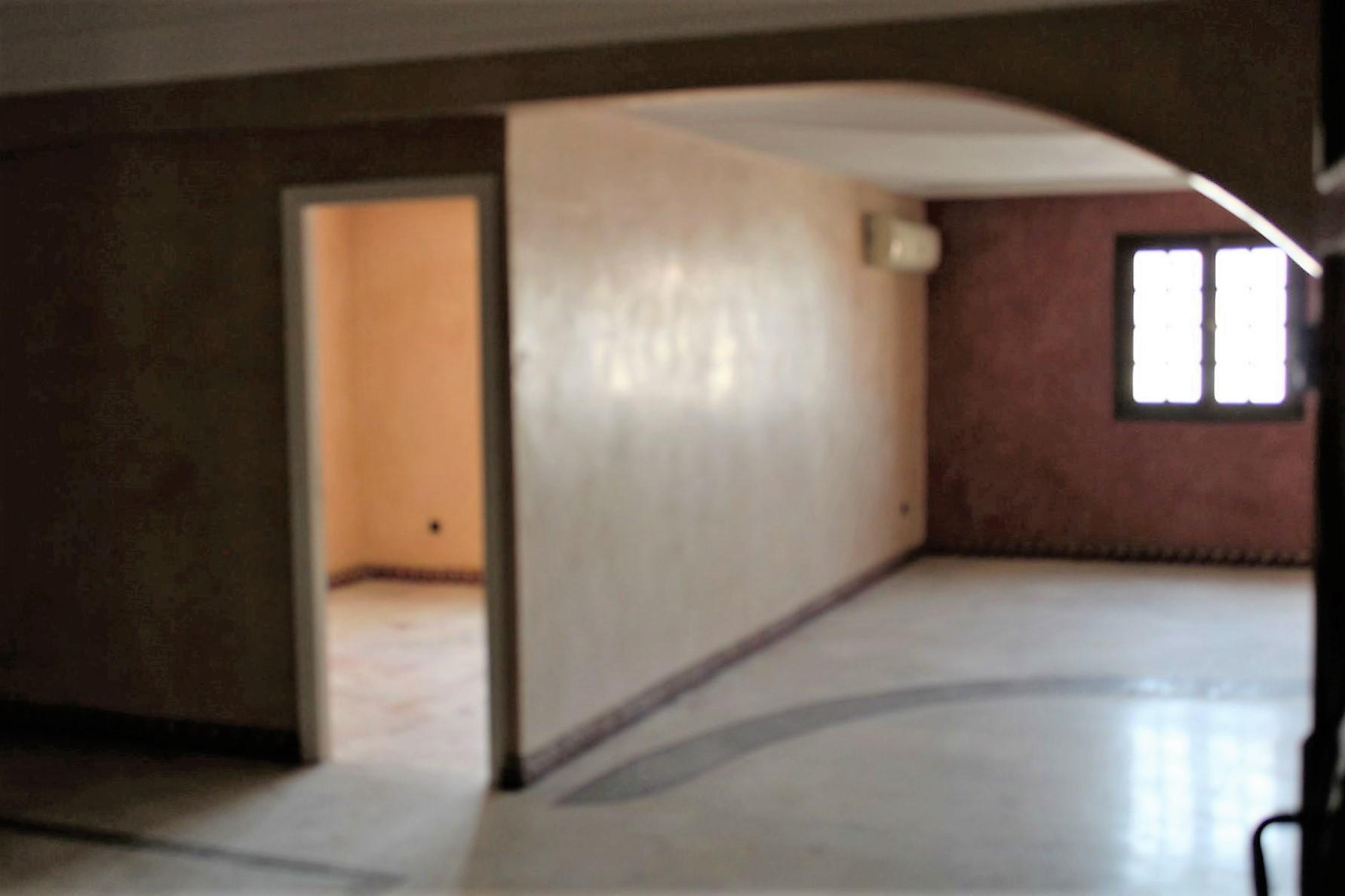 Casablanca,a vendre, appartement ,belle affaire sur av 2 mars ,dernier etage
