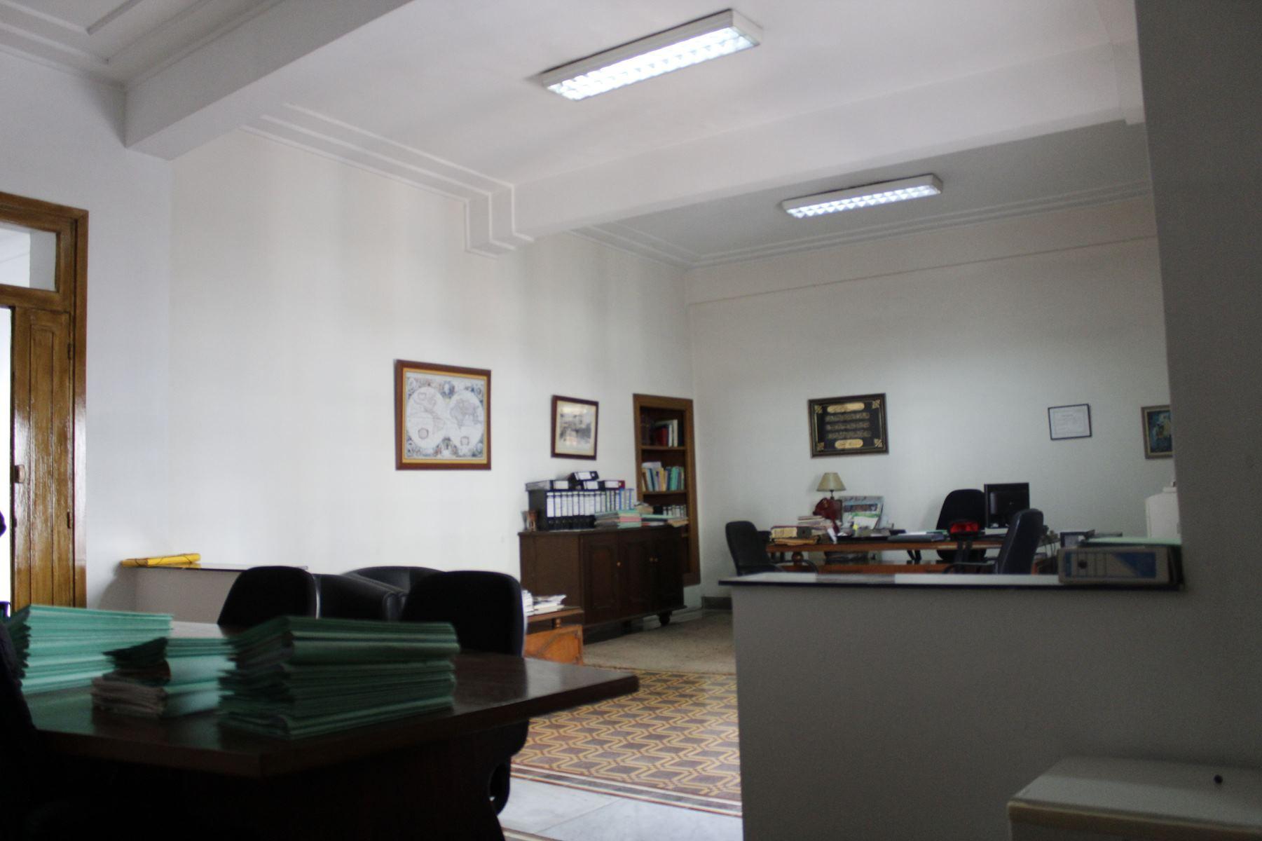Casablanca Anfa , Idéal investisseur, à vendre grand appartement à petit prix 10000 Dhs /M2