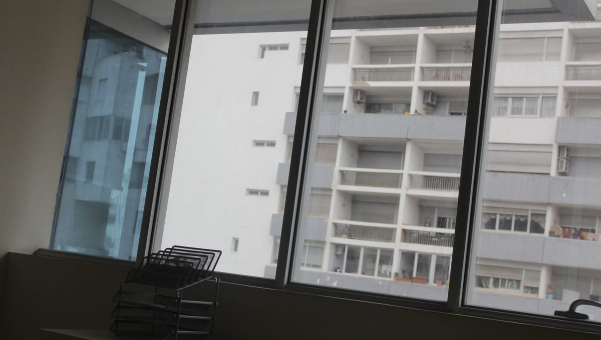à louer bureau très moderne et bien équipé