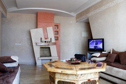 A louer lumineux et confortable appartement meublé de 2chambres sejour