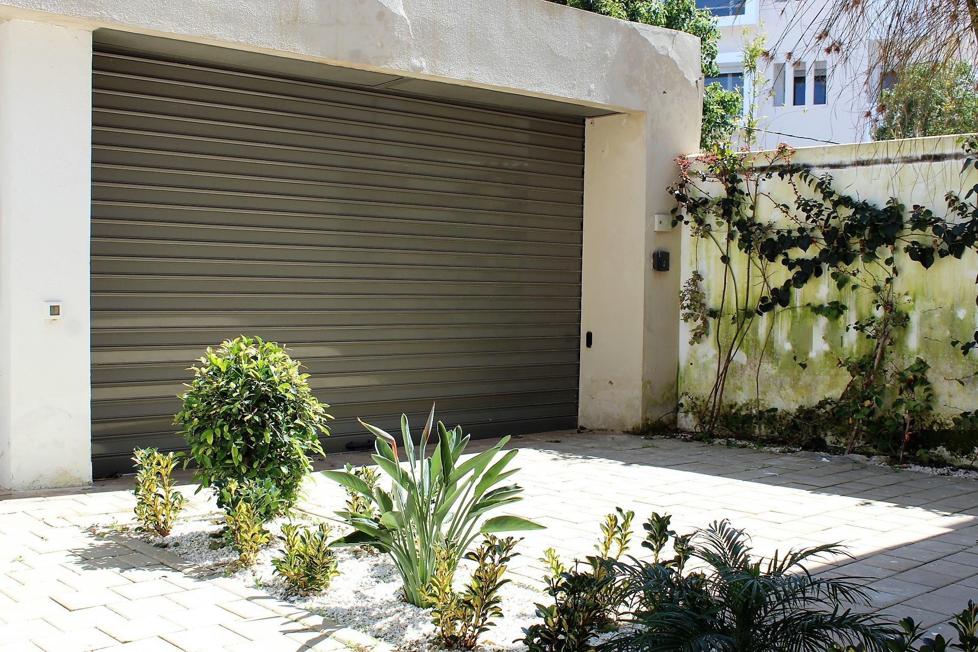 Maroc, Casablanca sud secteur Sidi Maarouf, à acheter villa (avec une façade de 11m) en parfait état implantée sur un terrain de 275 m²
