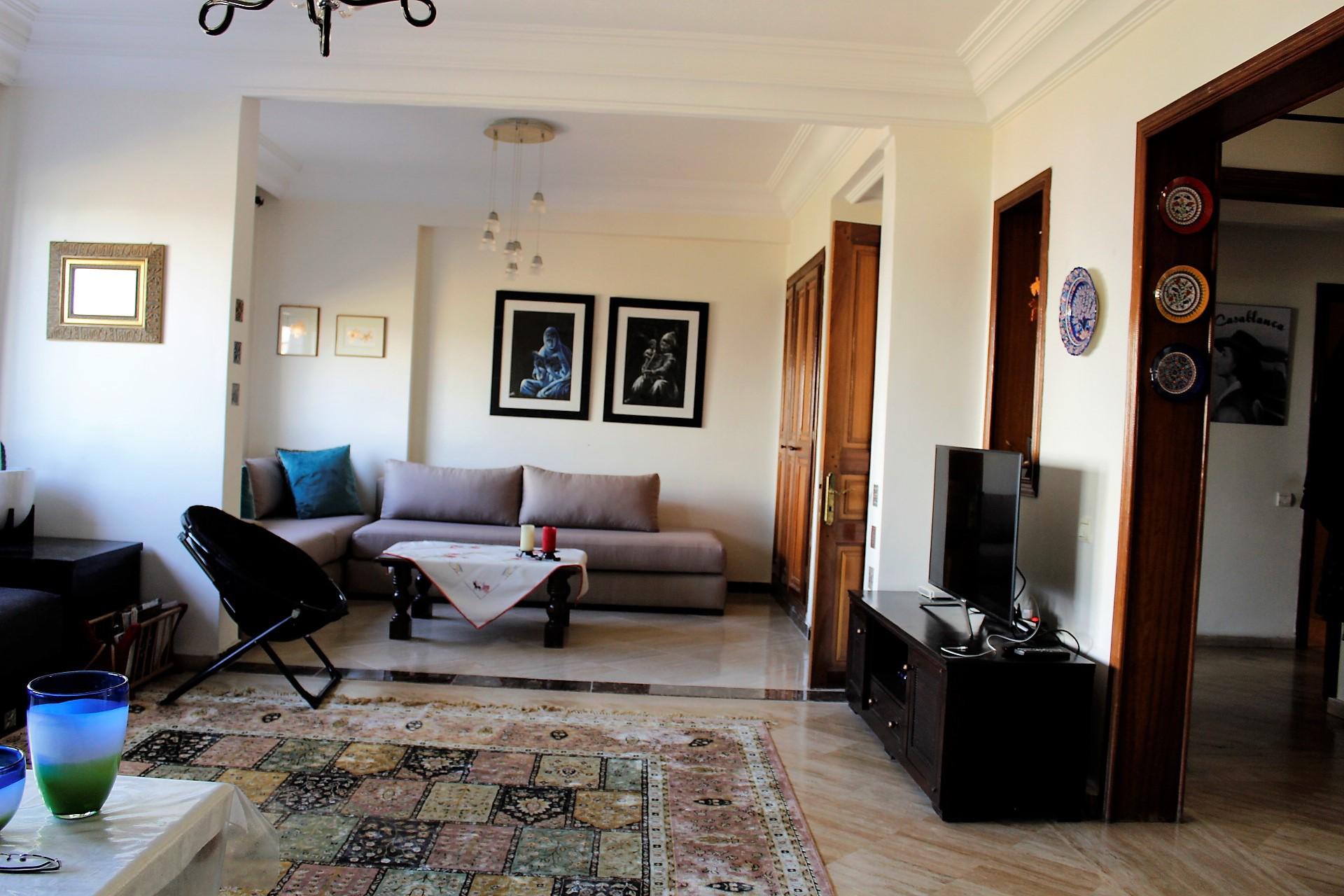 En cœur de Racine, à louer parfait appartement familial sans aucun vis a vis dans résidence bourgeoise.