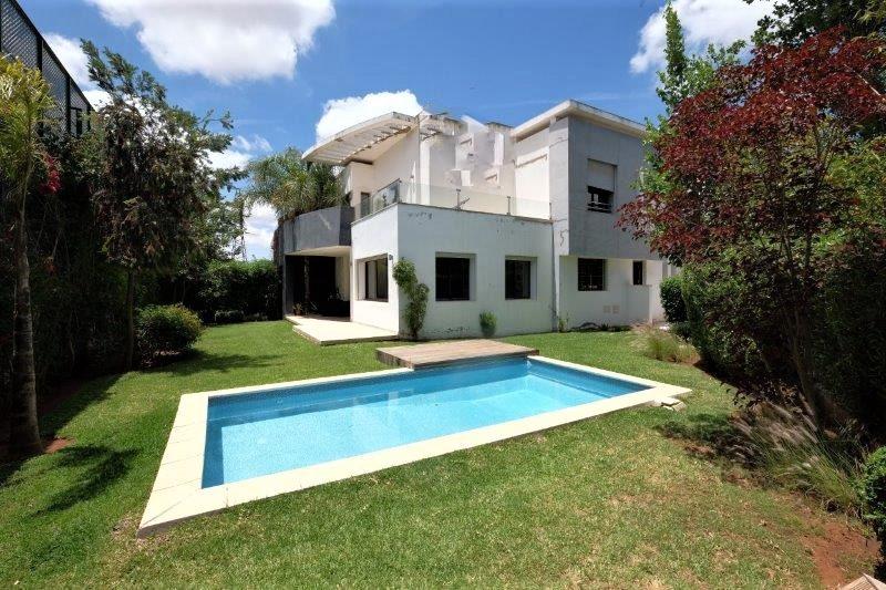 Maroc, Bouscoura, à acheter Villa  haut standing construite sur un terrain de 520 m²,