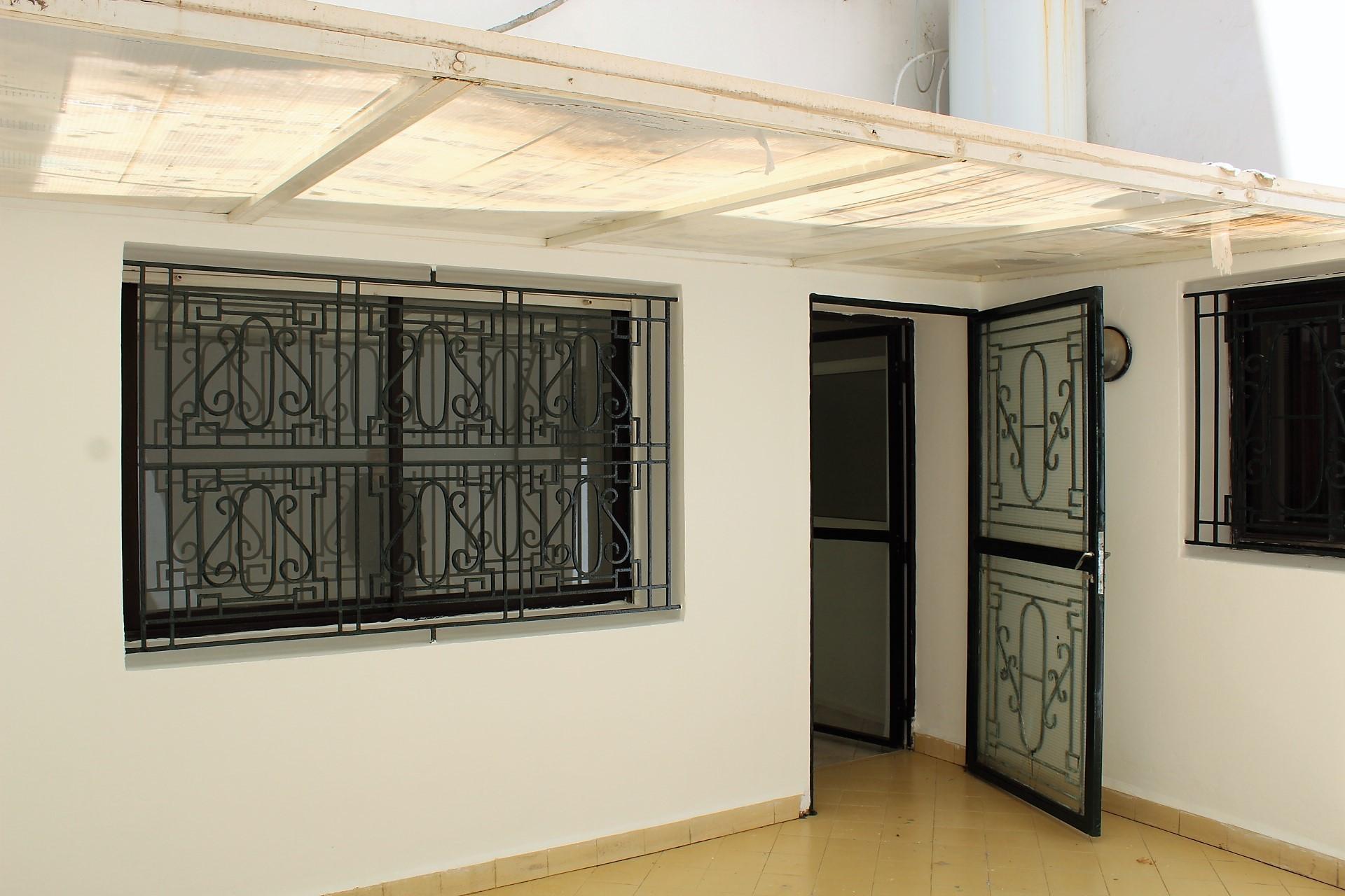 Maroc, Casablanca, Racine à louer vaste studio rénové lumineux avec terrasse.