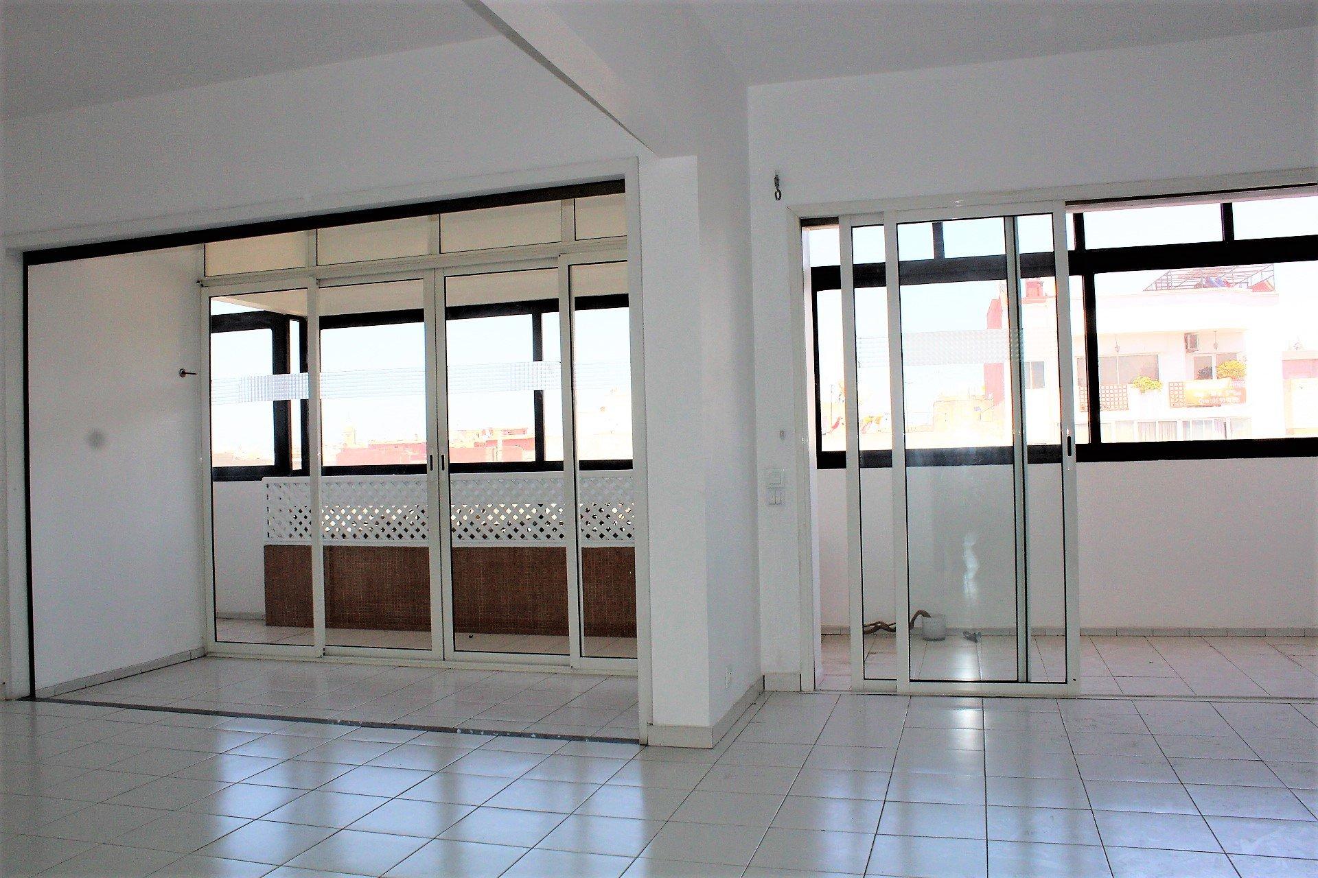 Maroc, Casablanca, à louer vaste appartement familial de 232 M2 sur le Bld Ghandi