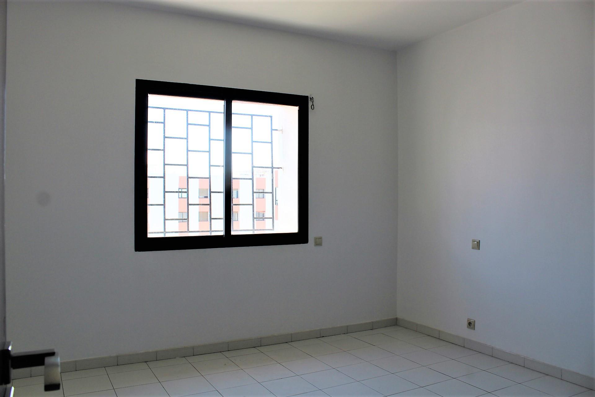 Maroc, Casablanca, Gauthier centre, à louer adorable petit appartement meublé avec grande terrasse ensoleillé