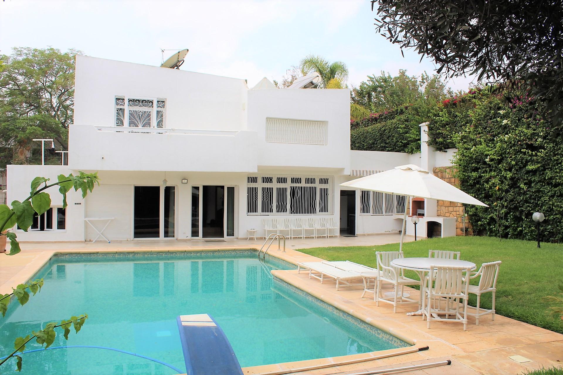 Maroc, Casablanca, Oasis, belle villa piscine à acheter sur un terrain 800 M2.