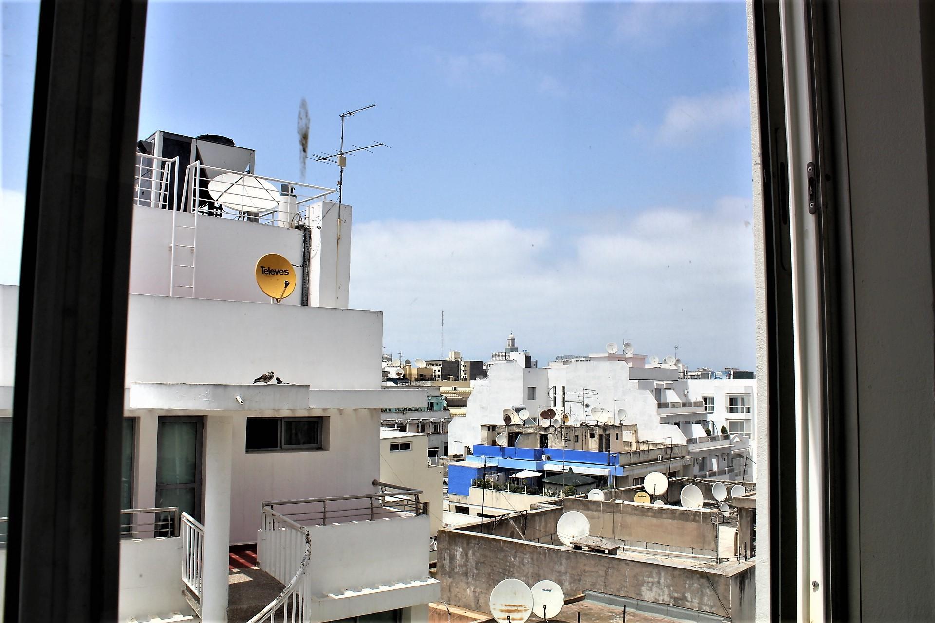 Maroc, Casablanca, centre-ville, à louer appartement meublé dans immeuble style art déco