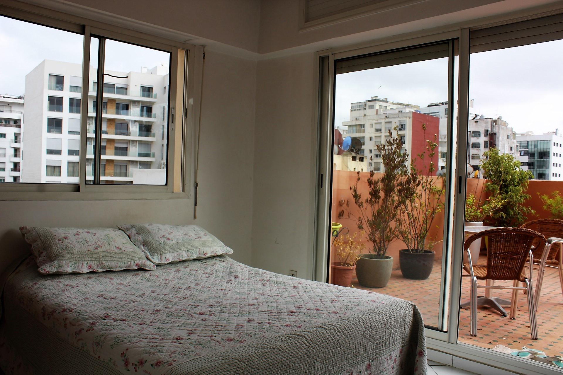 Maroc, Casablanca, vend appartement de 127 m² (dont terrasse 27) au 6 éme étage situé entre le Bld Anfa et le Bld Ziraoui, proche lycée Lyautey.