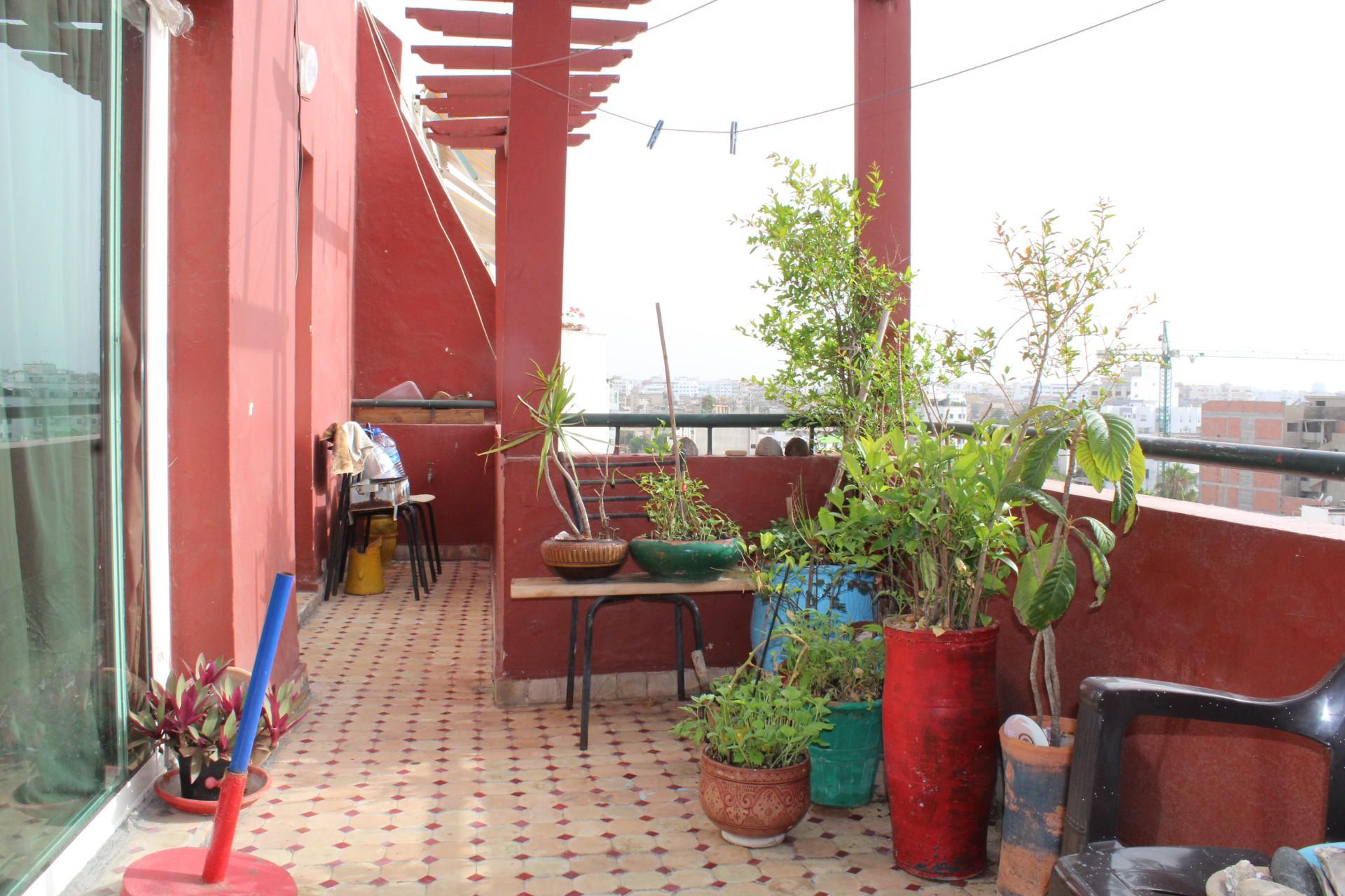 Maroc , Casablanca, Palmier , a vendre appartement au dernier étage avec terrasse ensoleille de 20 M2