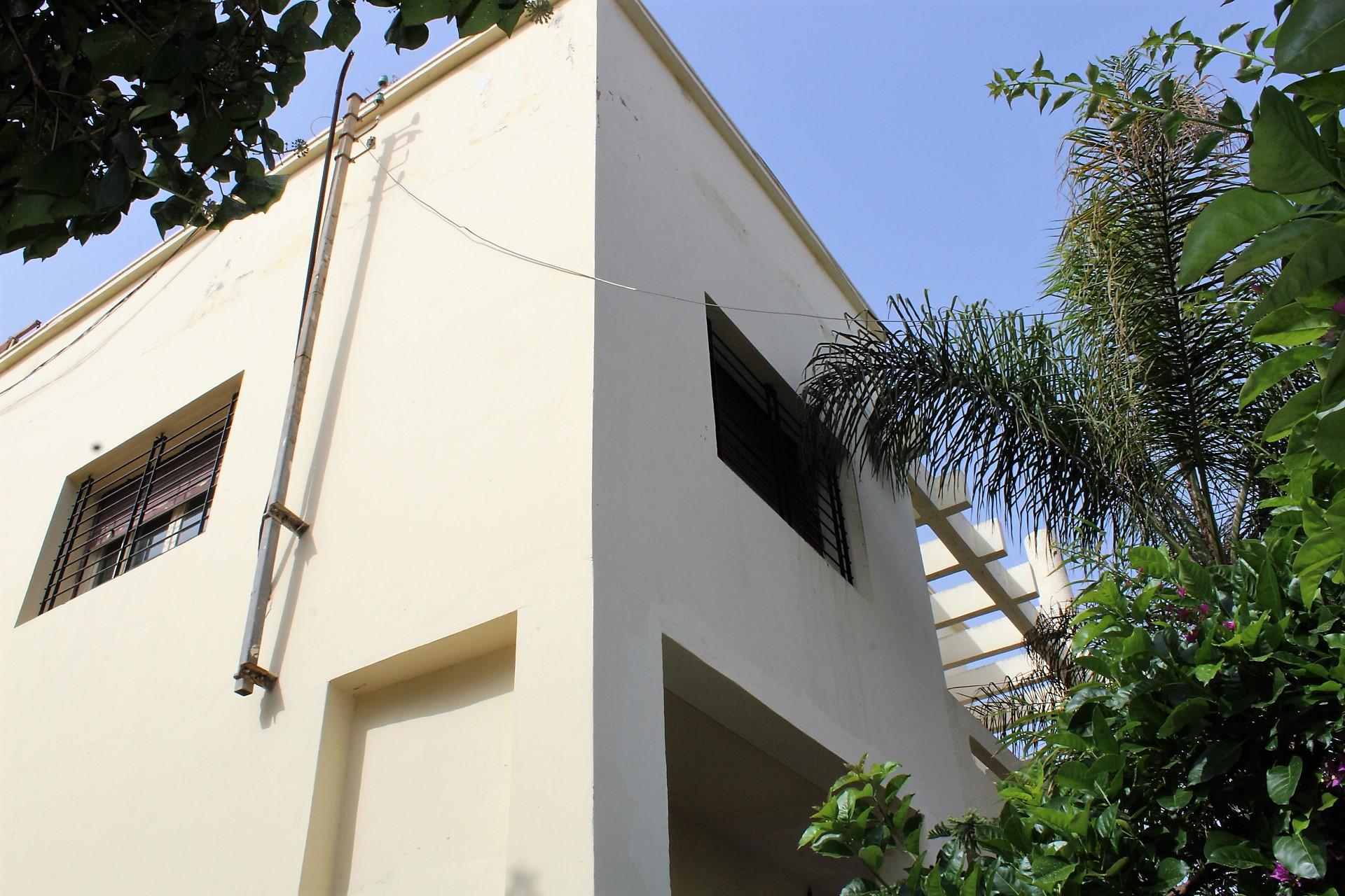 Maroc, Casablanca, SUD (Bld panoramique), à LOUER très grand étage de villa de 250 m² très calme.