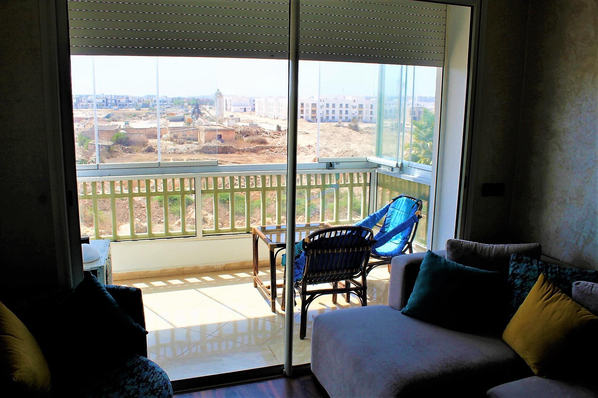 A louer Appartement Meublé 3 pièces – 82 m² – Dar Bouazza.  Ce logement neuf décoré avec gout et parfaitement équipé et aménagé.