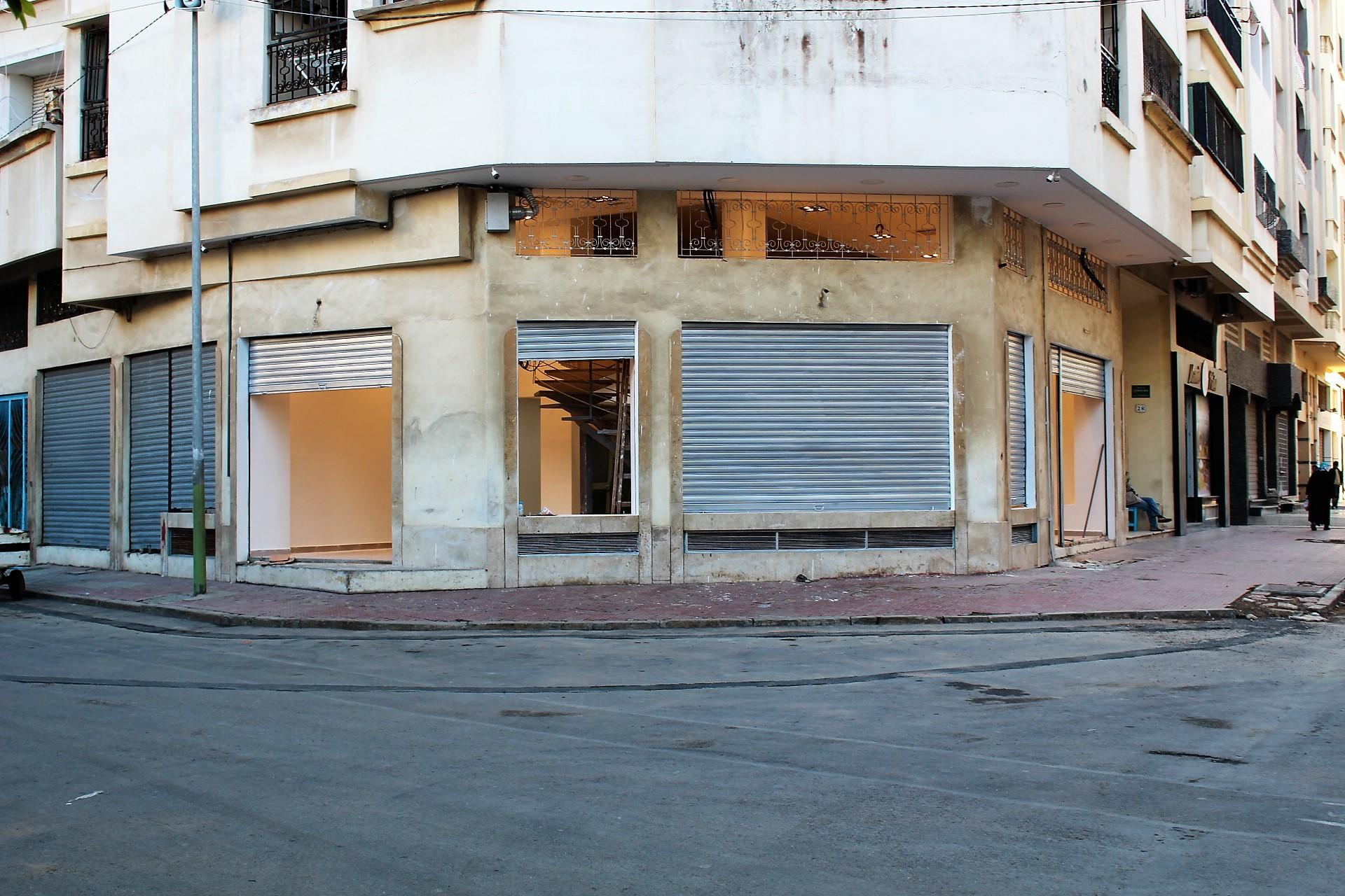 Maroc, Casablanca, Bourgogne, à louer parfait local commercial d'angle neuf