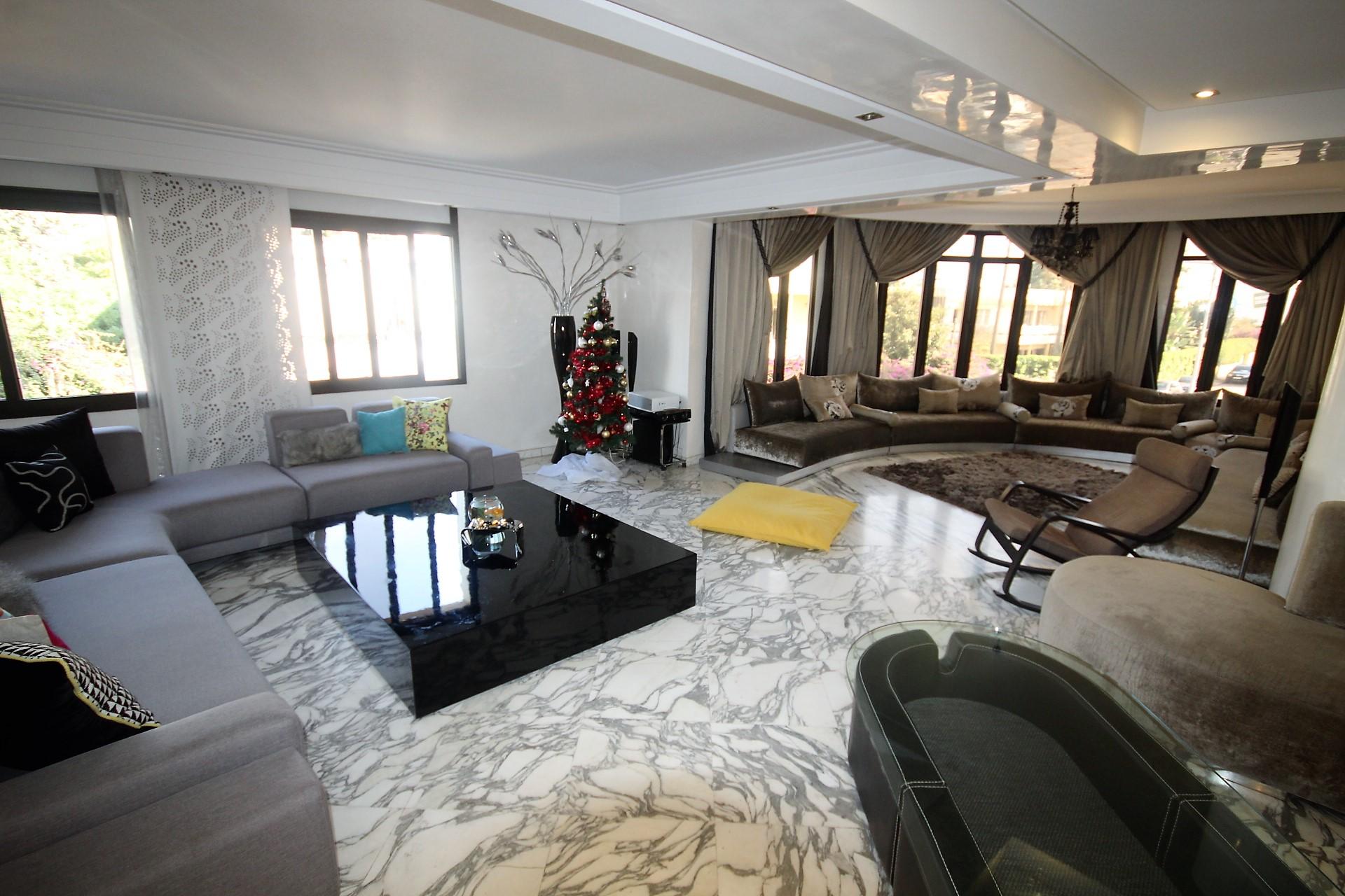 Maroc, Casablanca à acheter parfait appartement moderne d'angle de 220 m² sur le secteur proche de riviera