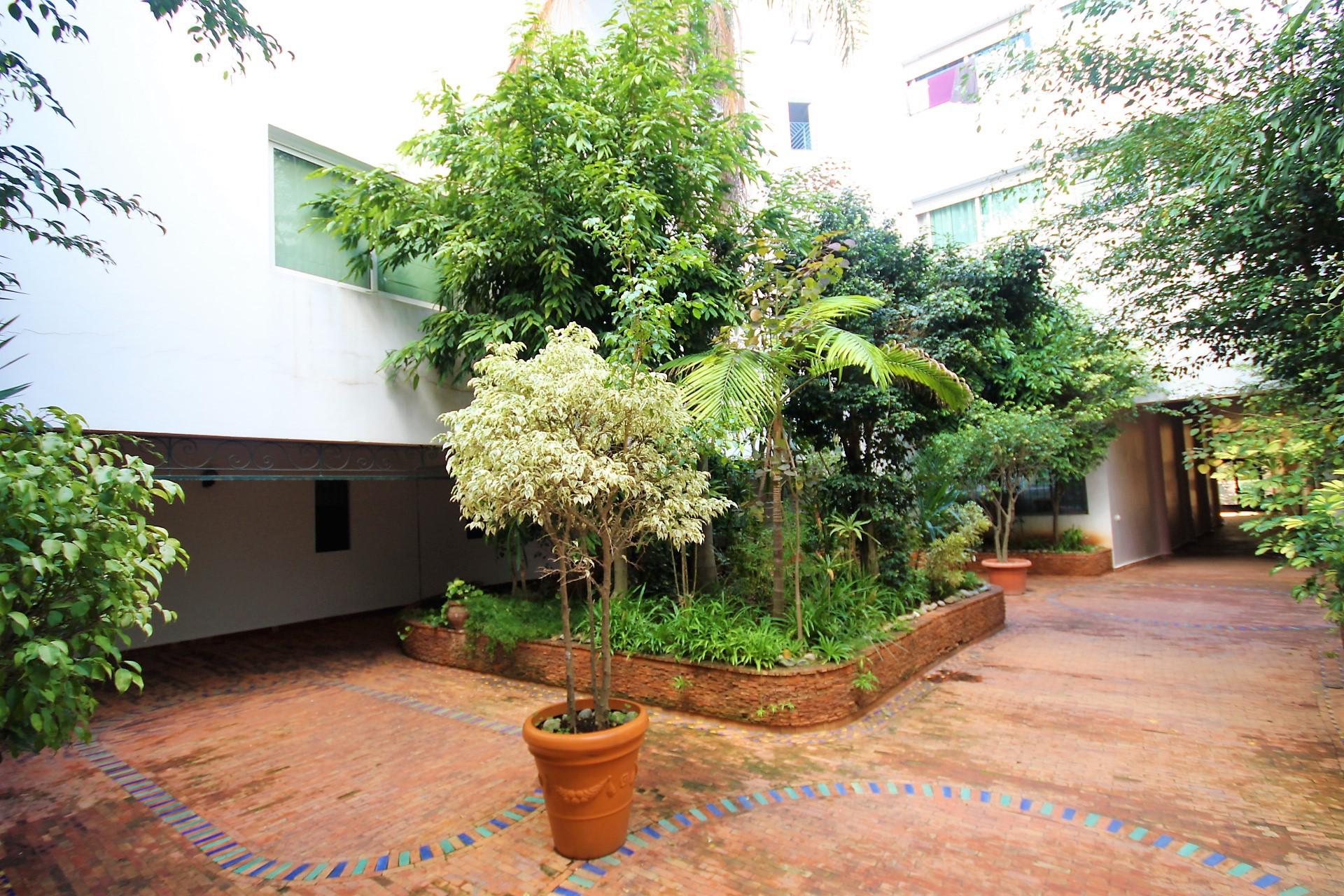 Maroc, Casablanca, Racine sur triangle d'or, à louer confortable appartement de 129 M² en étage intermédiaire