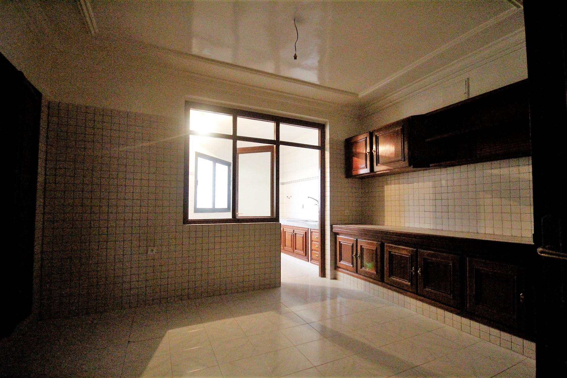 Maroc, Casablanca, Racine Ouest, à acheter appartement exceptionnel de 4 chambres avec grande terrasse.