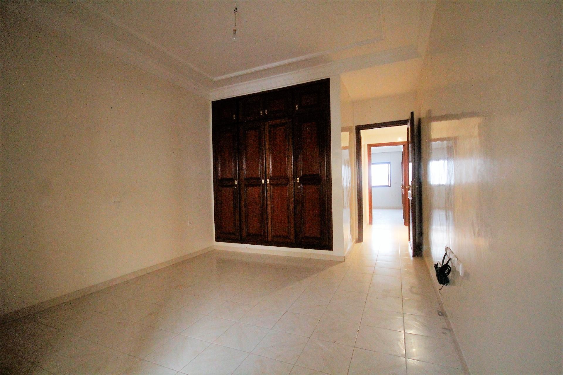 Maroc, Casablanca, Bld Anfa à acheter vaste appartement de 4 chambres dans résidence agréable
