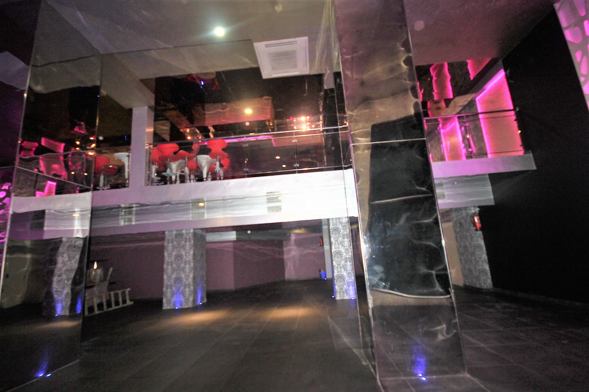 Maroc, Casablanca, Triangle d'or à louer local commercial neuf jamais exploité à ce jour (lounge bar).