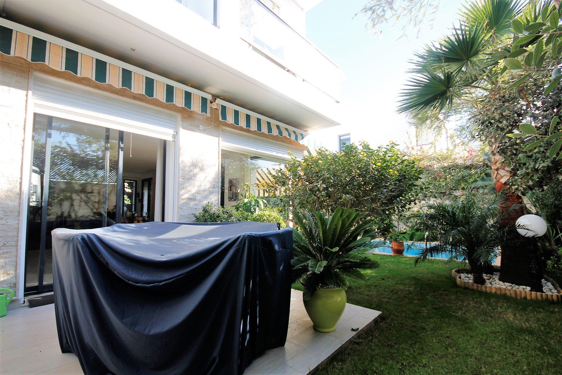 Maroc, Bouscoura , à acheter villa de 4 chambres principales avec puit et grande terrasse bien située.