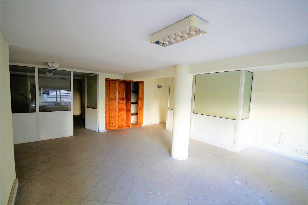 Maroc, Casablanca, Racine cœur de quartier, à acheter Magasin 130 m² ...