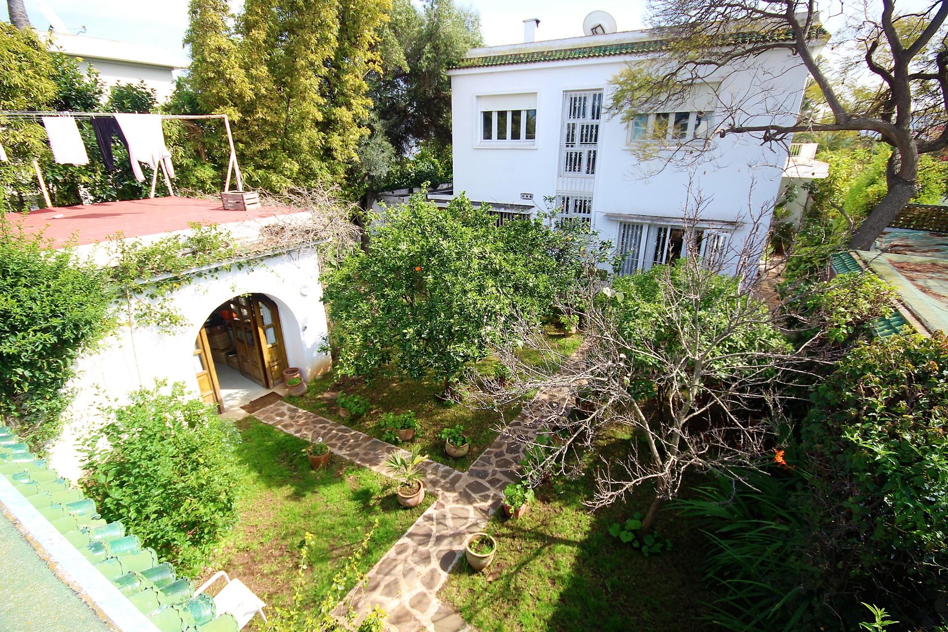 Maroc, Casablanca, C I L, EXCEPTIONNEL, à vendre Maison de charme résidentielle implantée sur un terrain de 990  m²