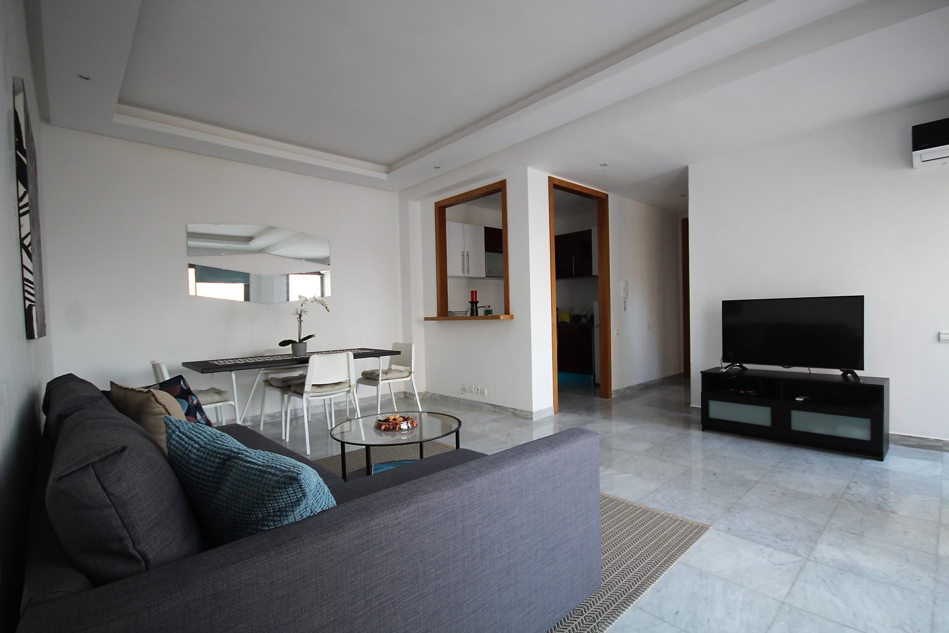 Maroc, Casablanca, Maarif, à louer  lumineux appartements meublés neuf en étage élevé avec terrasse tournante