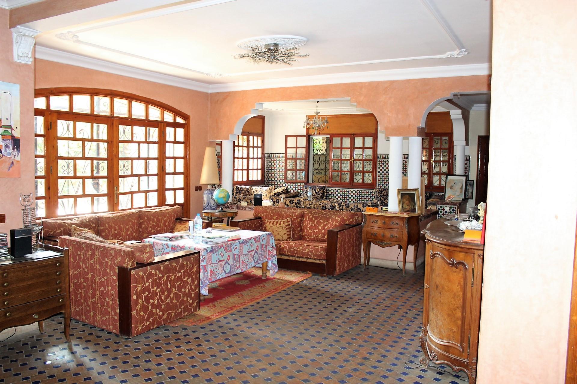 Maroc, Casablanca , Oasis, à vendre splendide villa de caractère d'Architecte avec grande façade sur un terrain de 487 M2