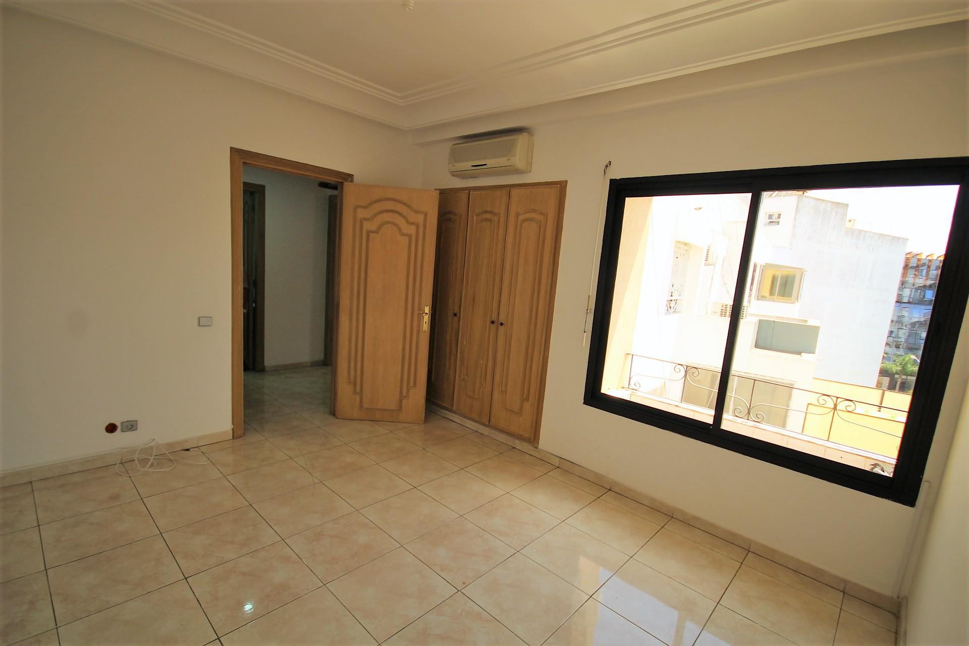 Maroc, Casablanca, sur Bld massira el Khadra, à louer parfait appartement familial de très haut standing en dernier étage.