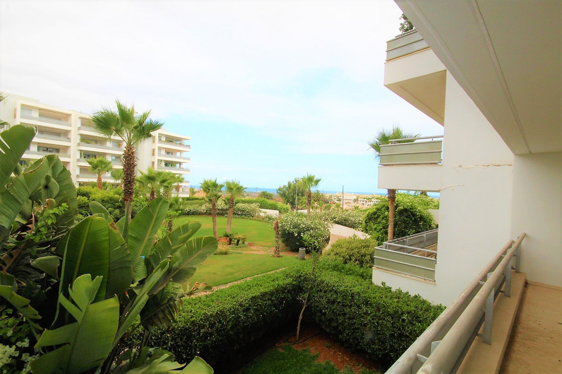 Maroc, Casablanca, Ain Diab, à louer appartement familial très haut standing de 205 m² avec terrasse