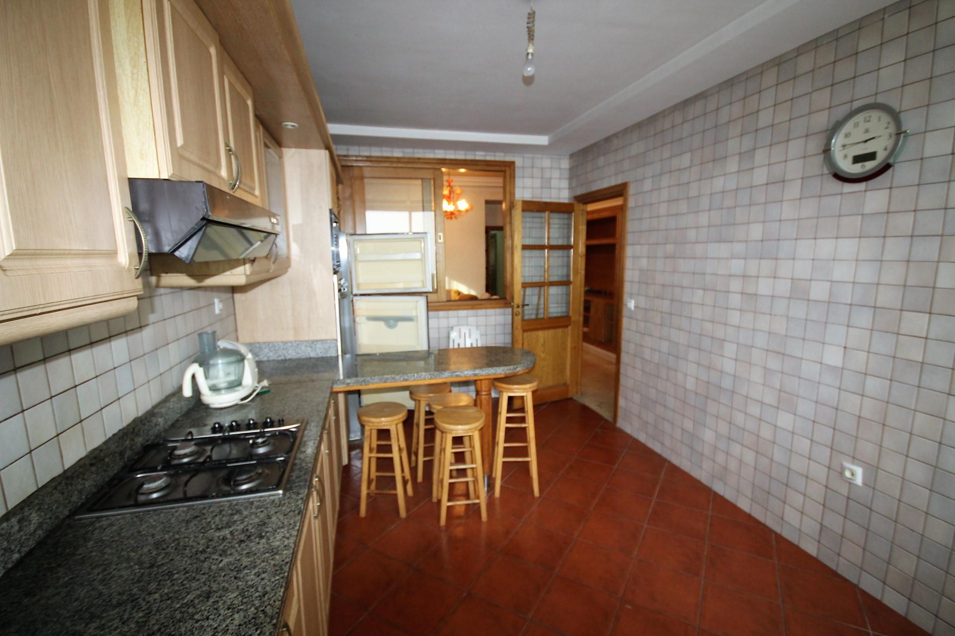 Maroc, Casablanca, triangle d'or, à louer vaste appartement meublé de 3 chambres