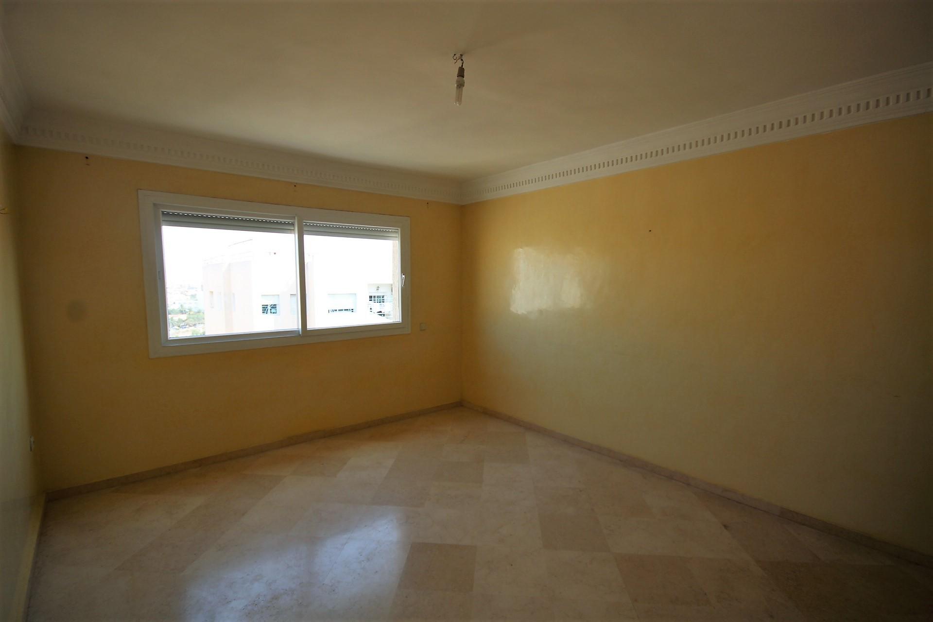 Casablanca Sud, proche Oasis et Californie, à louer appartement de 111m² terrasse avec  3 chambres