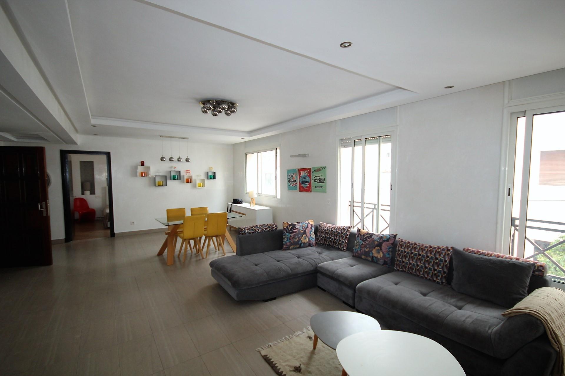 Maroc, Casablanca, cœur de Gauthier, à louer appartement moderne meublé tout confort en étage intermédiaire d'une superficie de 91 M²