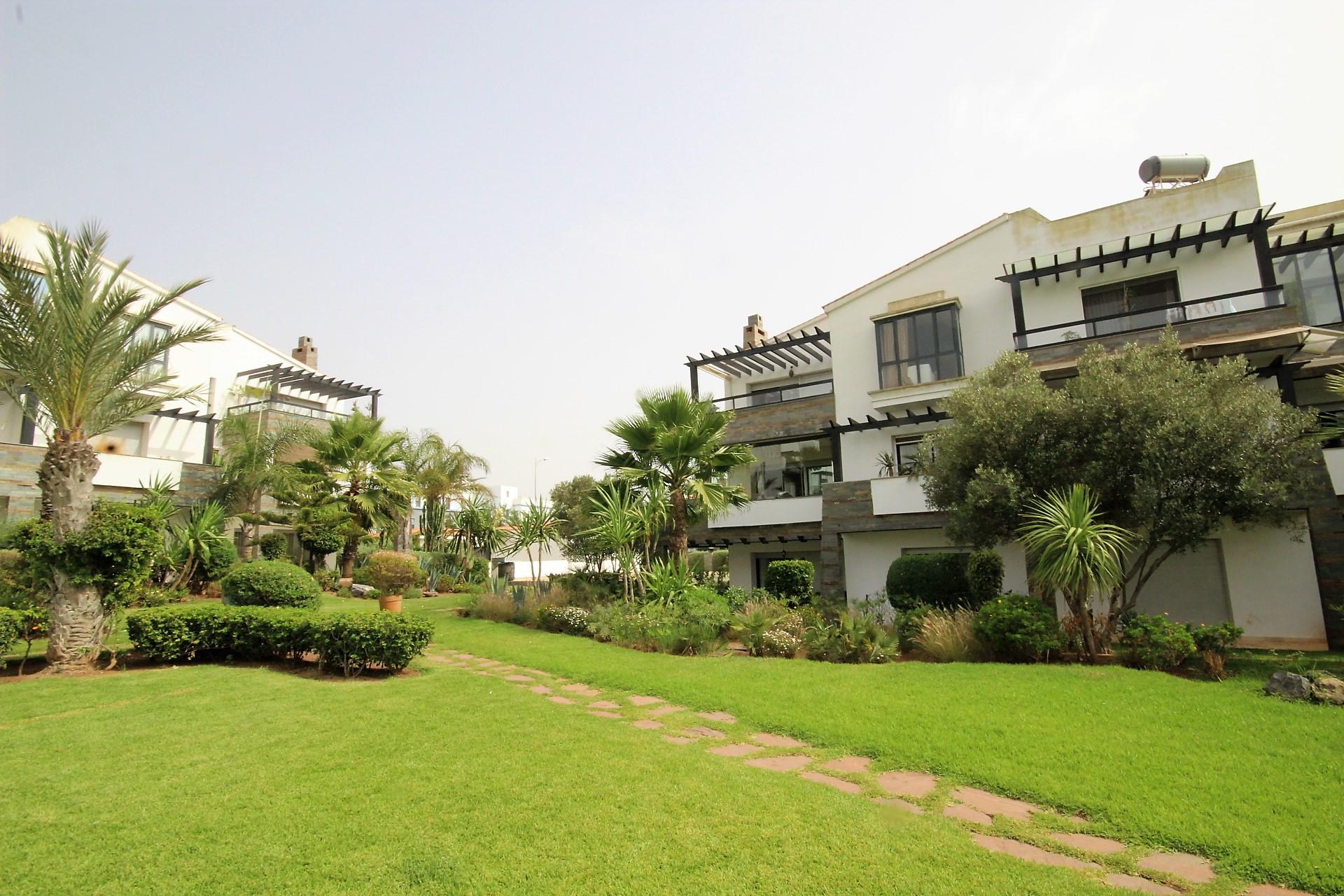 Maroc, Bouscoura (15 km de casa centre) loue mieux et moins cher qu'une Villa !      A louer confortable Appartement en Rez de jardin de 398 m²