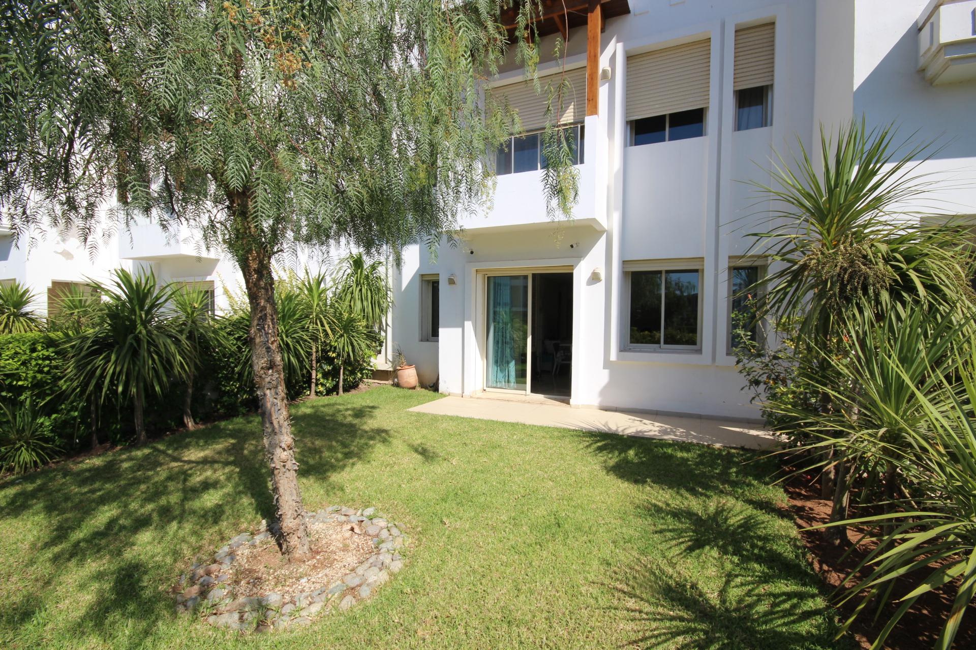 Maroc, Bouscoura, Joli appartement moderne en Rez de jardin à louer meublé         (Presque une villa)