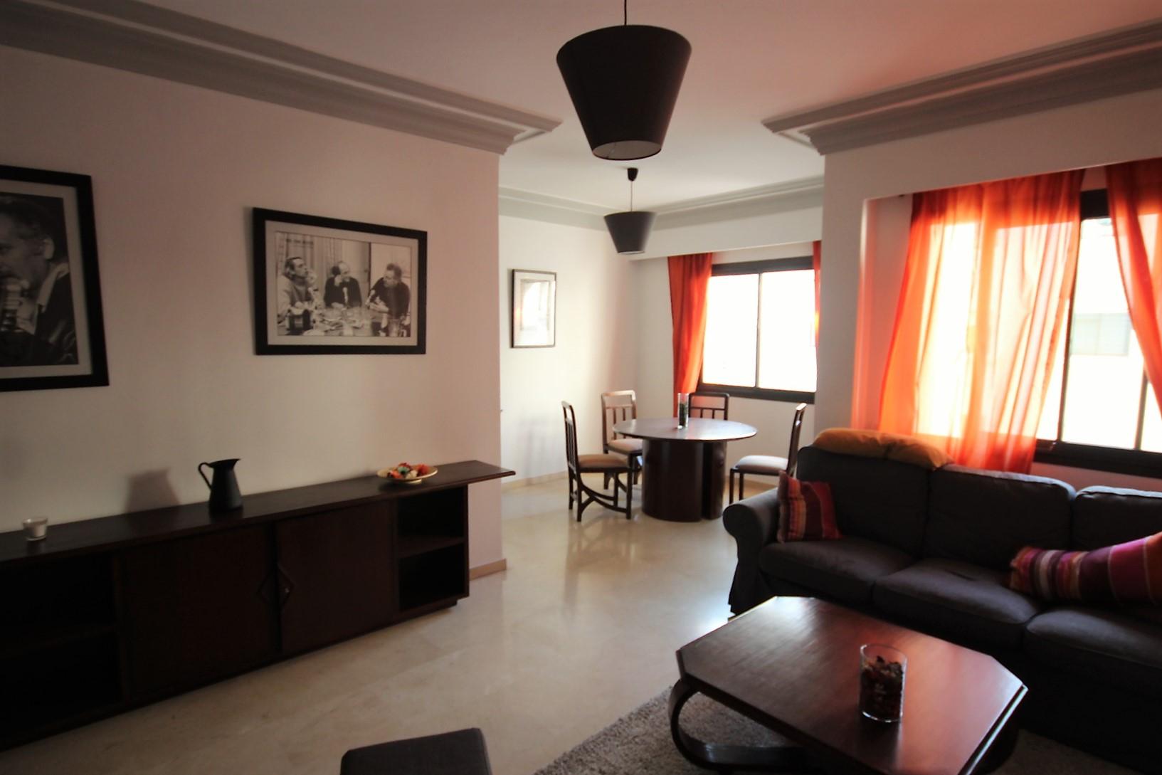Maroc, Casablanca,     Triangle d'Or, à louer vaste appartement meublé de 105 m² haut standing                    en étage élevé