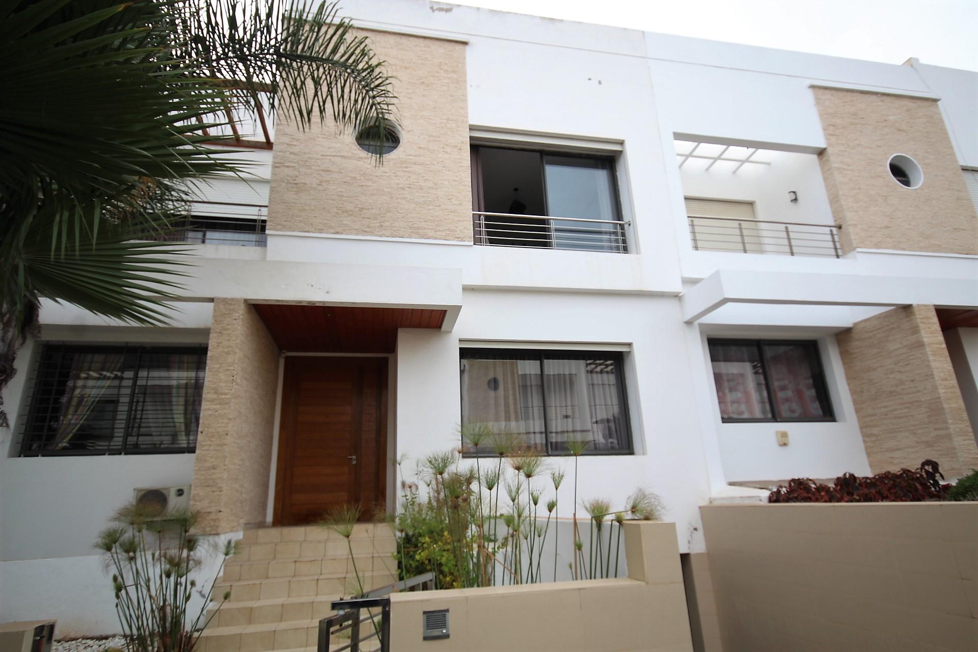 Maroc, Casablanca, Ain Diab, à louer villa meublée de 5 chambres avec vue Mer