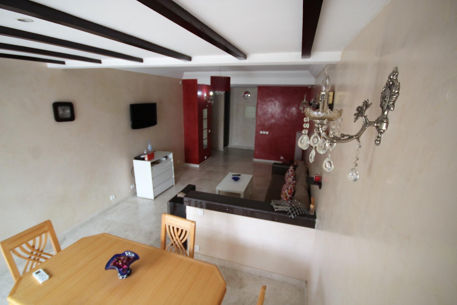 Maroc, Casablanca, centre, à vendre charmant appartement moderne rénové de 146 m² avec terrasse equipée