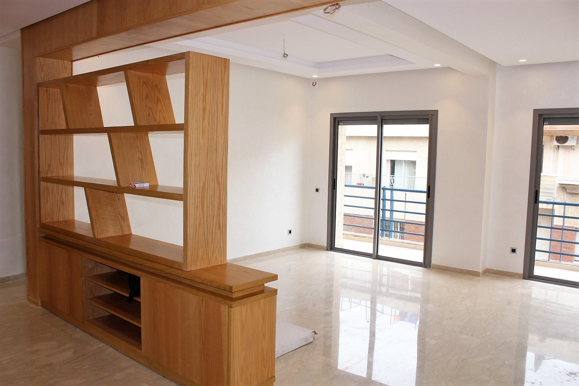 Maroc, Casablanca, entre rue Socrate et Bld Ghandi, à vendre appartement Neuf moderne traversant de 127 m² en étage élevé