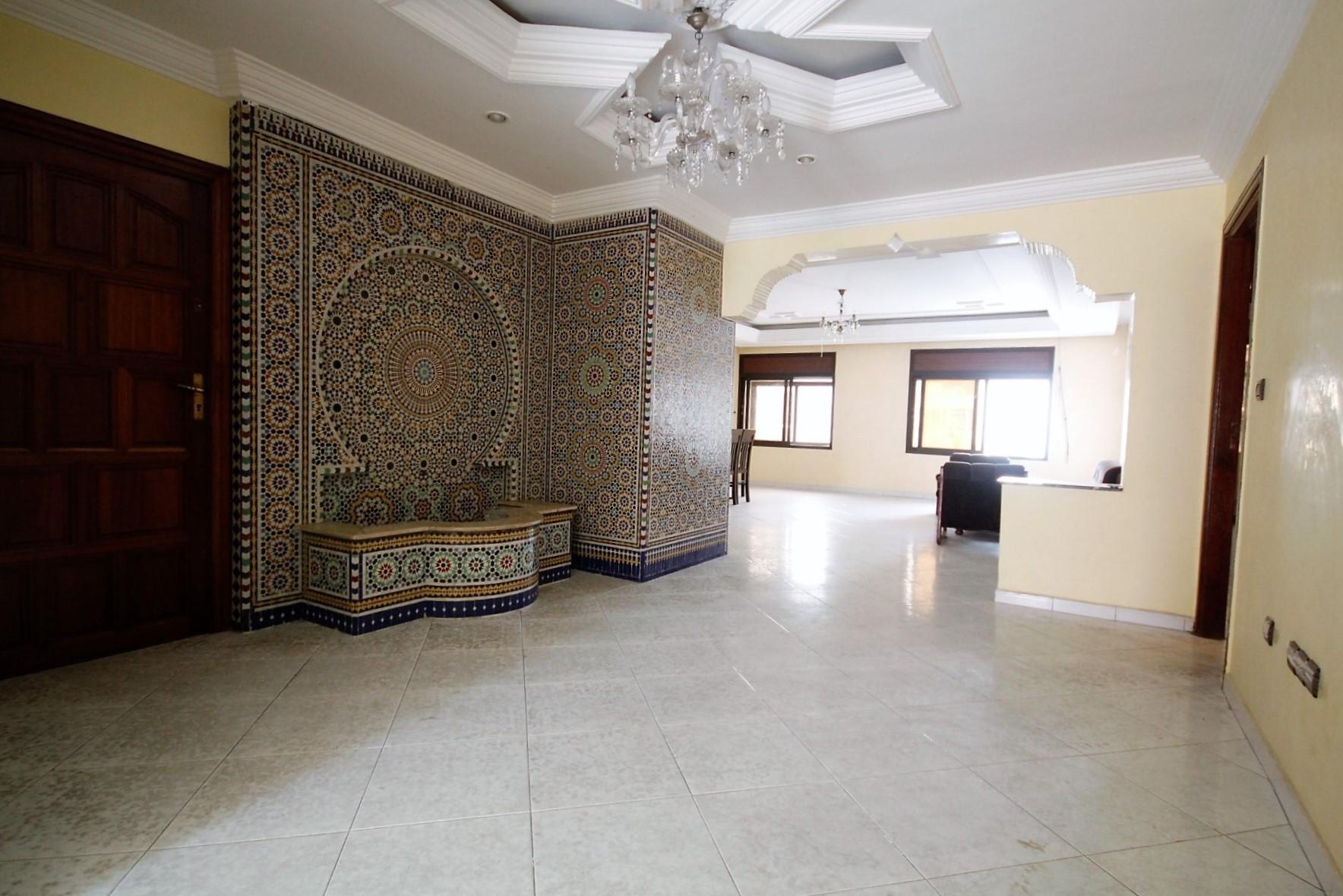 Maroc, Casablanca, Racine (sur Bld Zerktouni), appartement de caractère de 3 chambres et d'une superficie de 175 m² à acheter