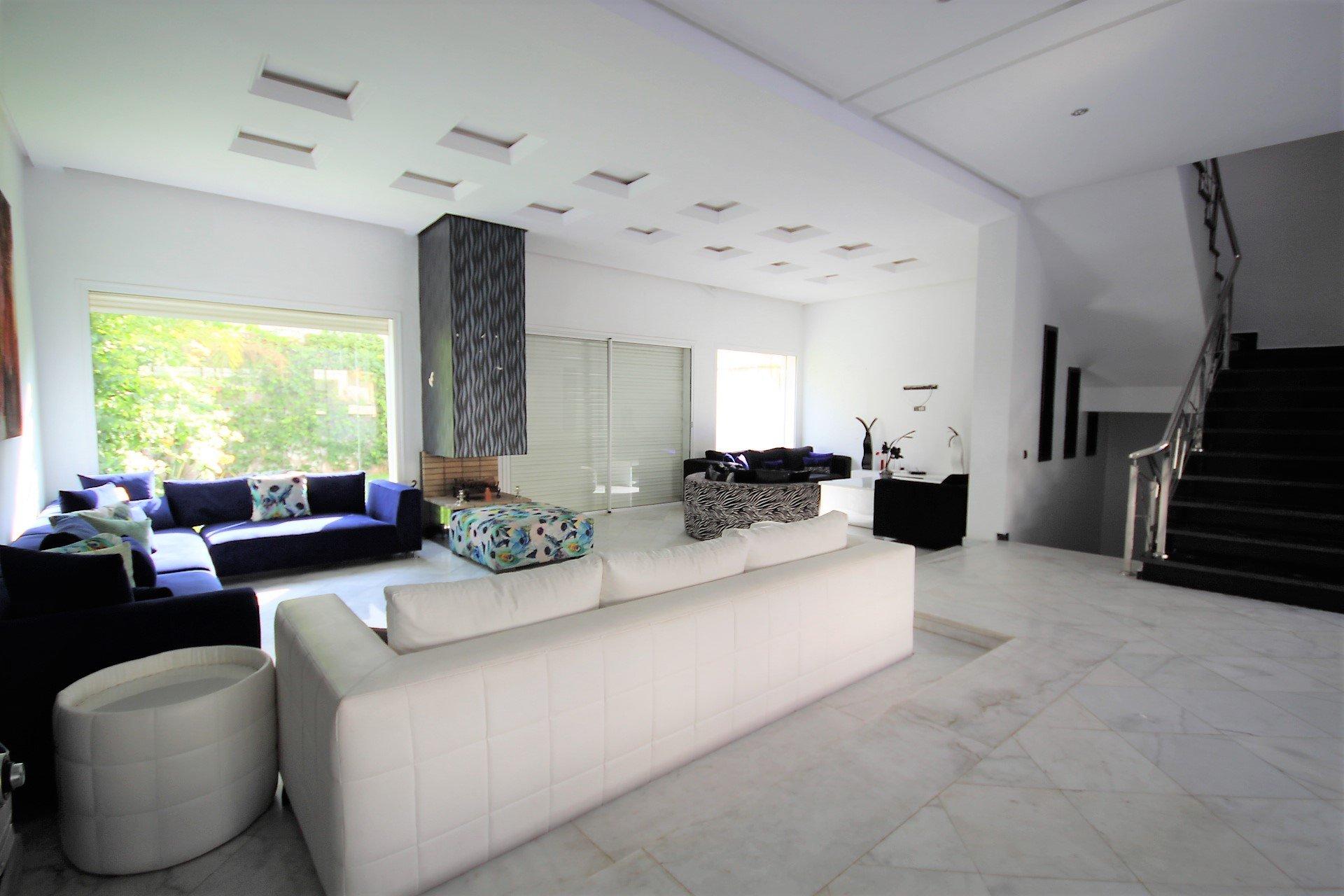 à vendre Villa moderne de 450 m² habitable bâtie sur un terrain de 250m ( oulfa )