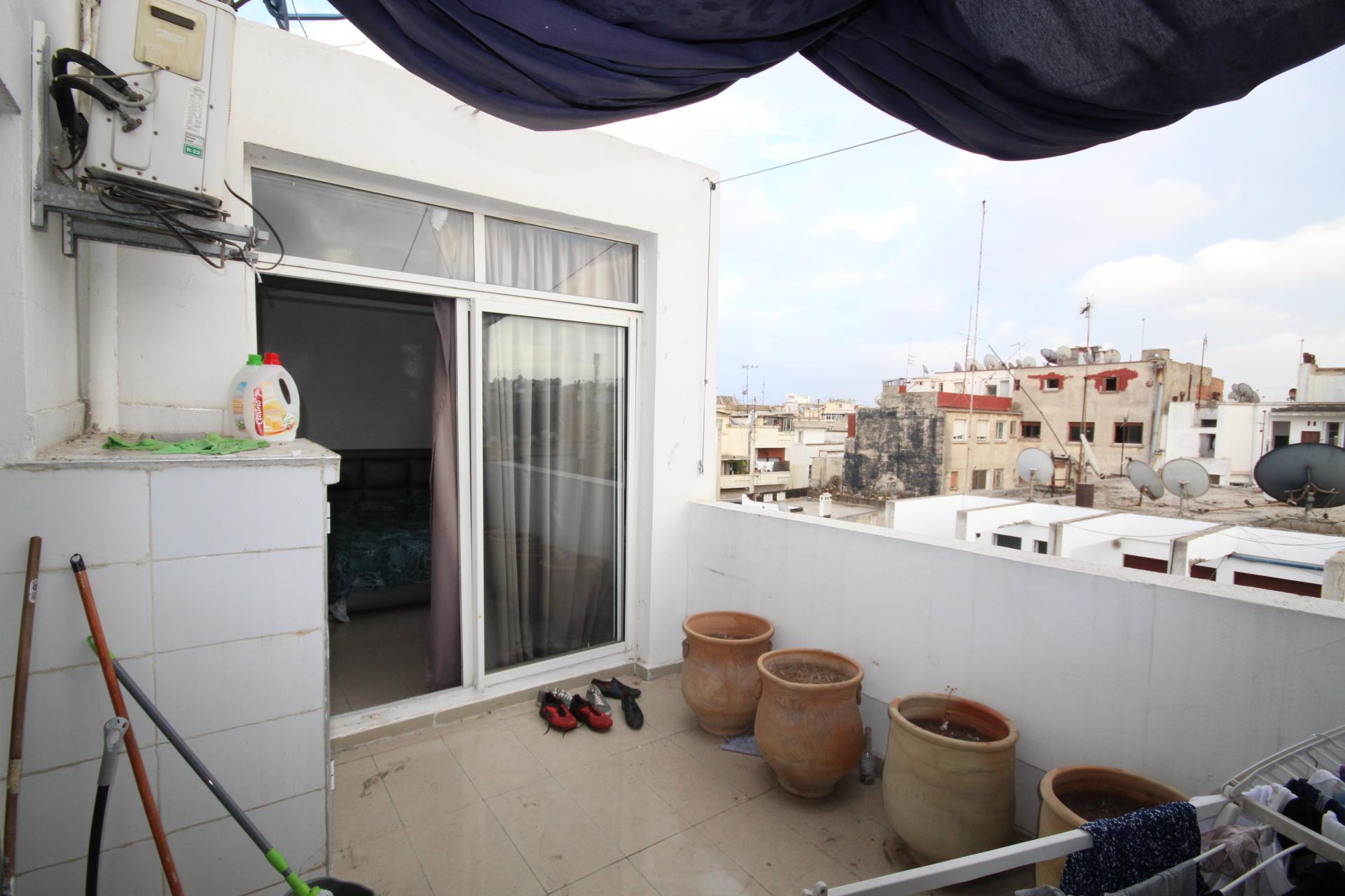 à acheter centre-ville (secteur Consulat de France / Alpha 55) STUDIO de 44 m² avec terrasse de construction récente