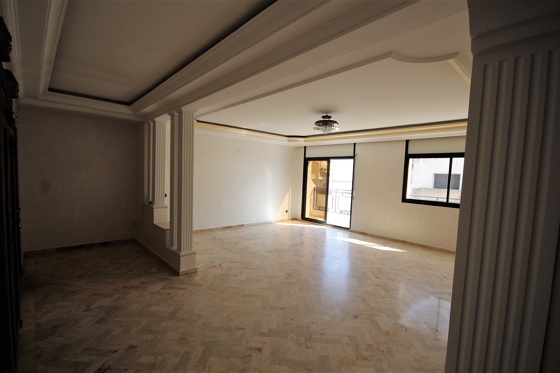 Quartier des Hôpitaux (proche Bld zerktouni), à louer parfait appartement rénové de 4 chambres