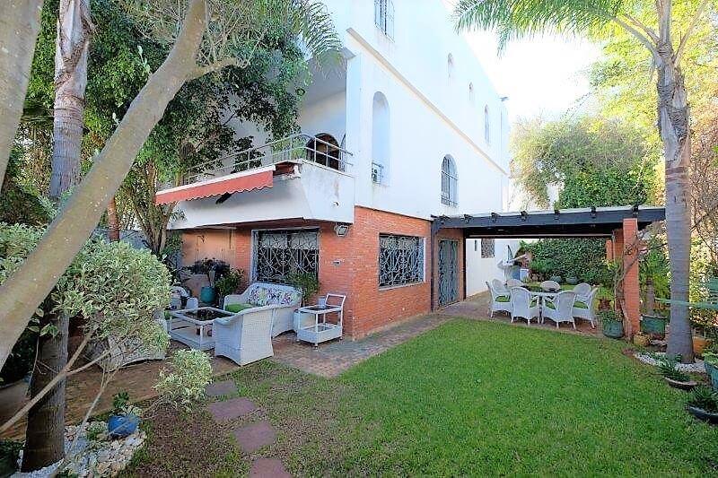 Agréable Villa entièrement refaite à acheter d'une superficie terrain de 460 m² et 400 m² habitable  en triplex sur 3 niveaux
