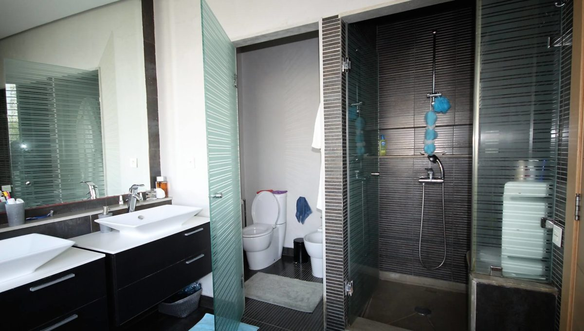 bouskoura-vends-villa-moderne-haut-standing-dans-une-belle-residence-fermee-et-securisee-01