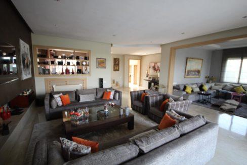 bouskoura-vends-villa-moderne-haut-standing-dans-une-belle-residence-fermee-et-securisee-012