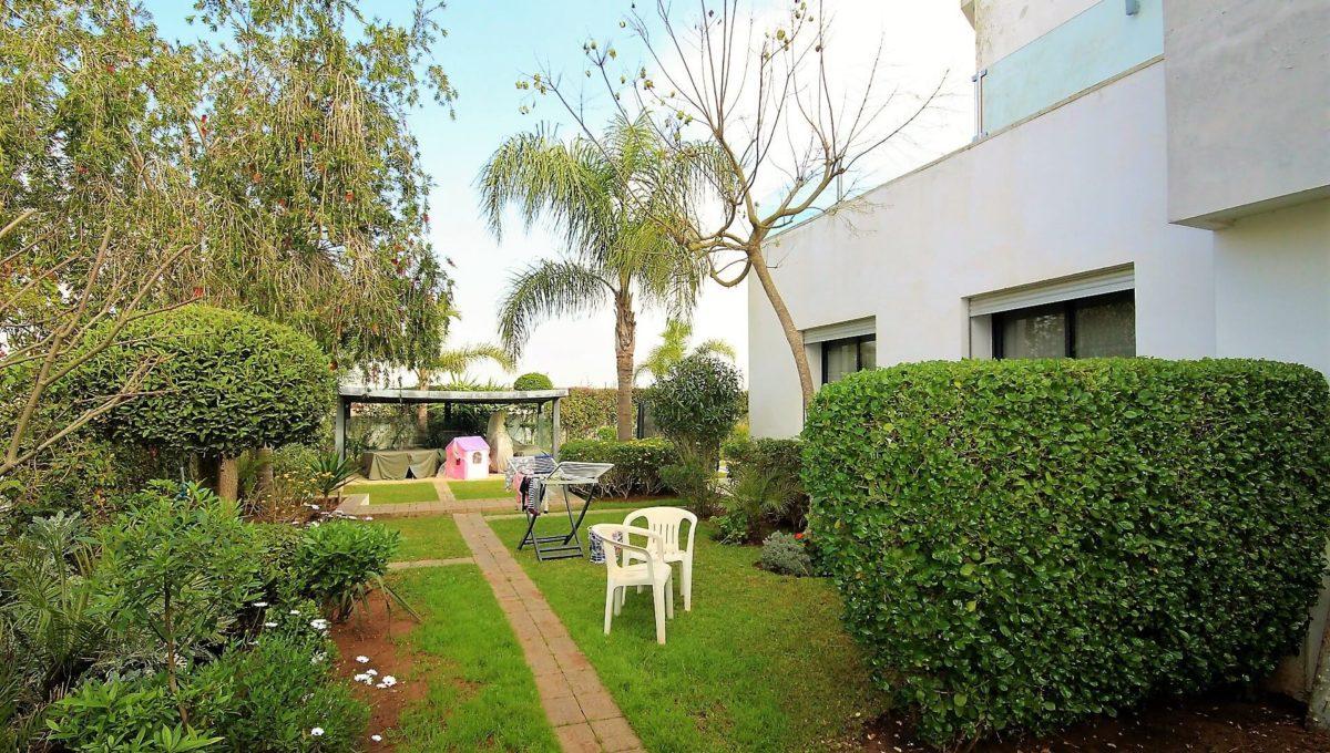 bouskoura-vends-villa-moderne-haut-standing-dans-une-belle-residence-fermee-et-securisee-014