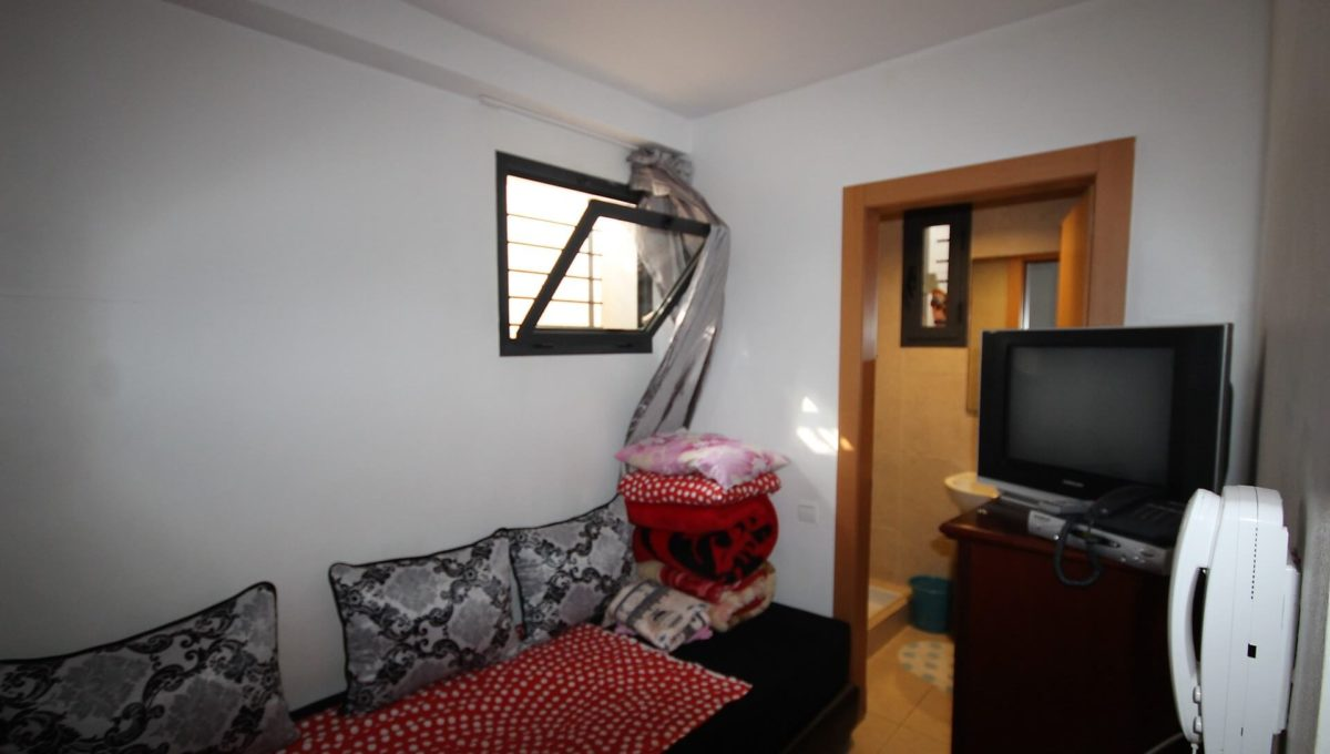 bouskoura-vends-villa-moderne-haut-standing-dans-une-belle-residence-fermee-et-securisee-019