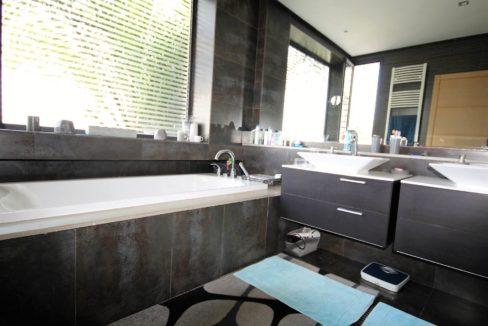 bouskoura-vends-villa-moderne-haut-standing-dans-une-belle-residence-fermee-et-securisee-02