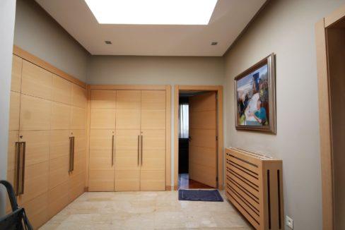 bouskoura-vends-villa-moderne-haut-standing-dans-une-belle-residence-fermee-et-securisee-023